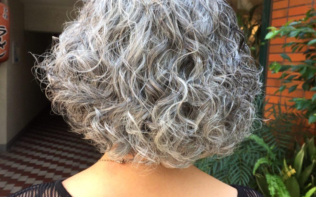 グレイヘアーを綺麗に見せるヘアスタイル